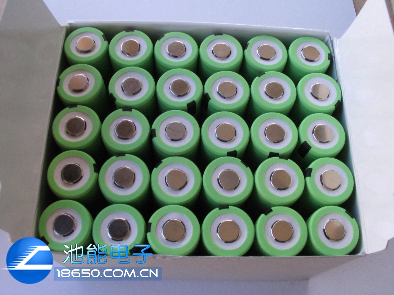 电池描述 (Description)↓ 电池材料:锂离子电池(Li-ion,Lithium Ion Battery) 电池品牌:松下 电池型号:18650 电池规格:φ18*65(mm) 电池容量:2200MAH 内阻:45毫欧以下 充放电次数:1000次以上 电池电压:标准电压3.6-3.7V 冲满电后的电压达4.2V 放完电时电压为2.75V 主要用途:本款电池主要用于笔记本电池换芯,高档手电筒,移动设备备用电源,还可以做各种可充电池组。 电池展示 (Exhibition)&darr
